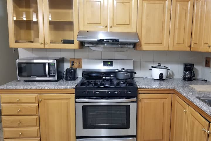 Spacious 1 Bedroom In Bensonhurst Sleeps 4 Apartments For Rent In Brooklyn New York United States