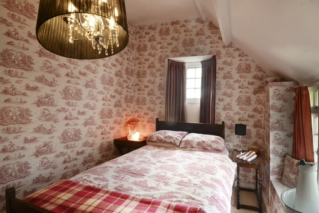 Double bedroom 1 - pretty in pink