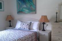 Bedroom 2 / queen size bed