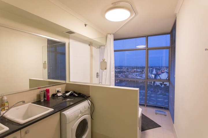 Private room in quiet part of CBD - Perth - Flat