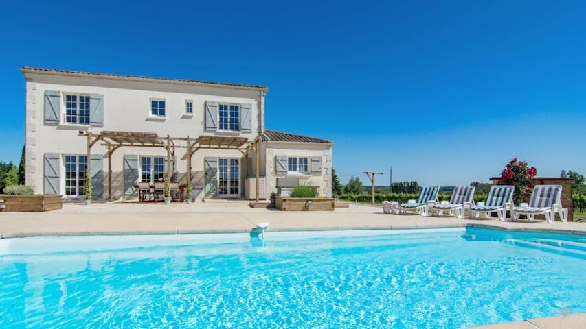 Beautiful home, pool and hot tub near Dordogne.