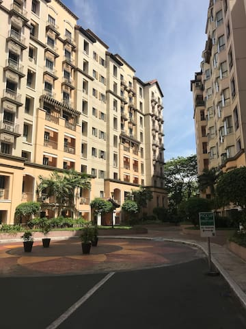 Cozy one bedroom condominium unit near airport