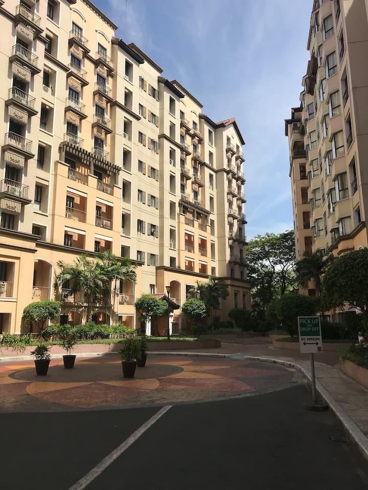 Cozy one bedroom condominium unit near airport