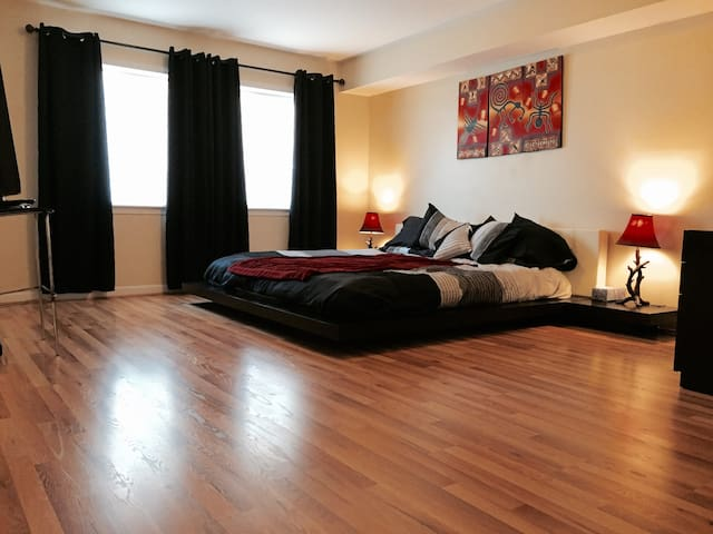 Next to NYC, golf, airport, rail! Big Clean Room