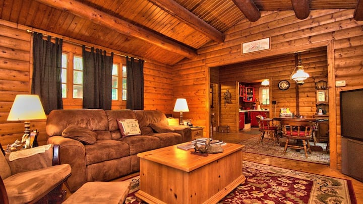Traditional Log Cabin in the heart of the Poconos