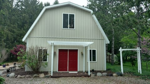 Country barn loft- quiet, but still close to city!