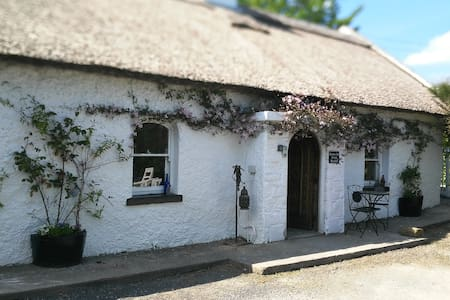 Greenville Cottage full of Art & Atmosphere - Templemore