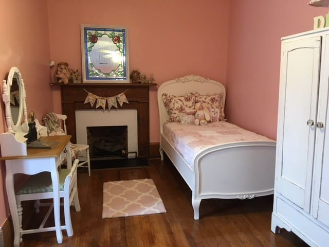 The Carriage House Bed & Breakfast: Cameron Room