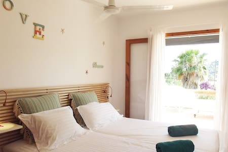 Room in Las Salinas close by the beach - 圣约瑟夫沙塔莱亚 - 独立屋