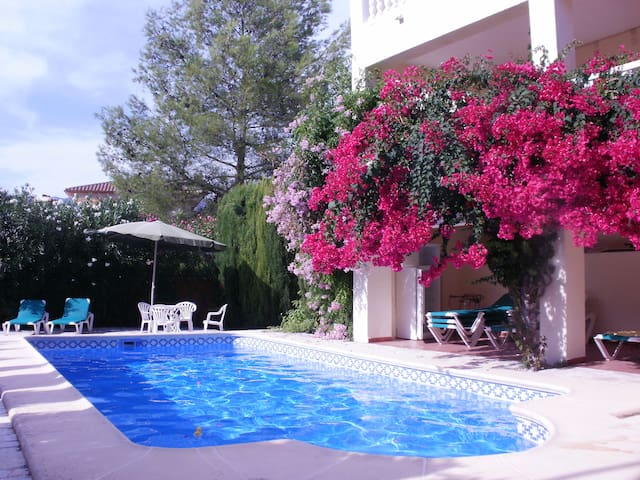 4 bed apartment with pool