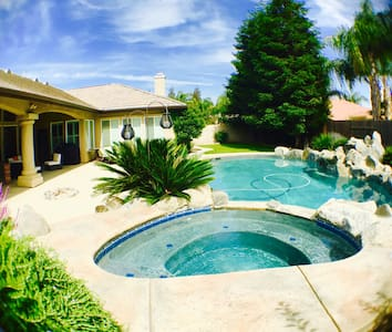 Gated 5⭐️GardenView WIFI/AppleTV/Pool/Wash&Dry - Bakersfield - Maison