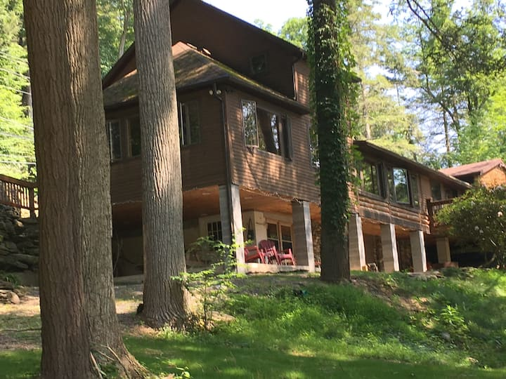 Beautiful Log Home on the Loyalsock Creek