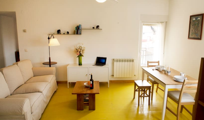 Sunny apartment in historic center by cathedral