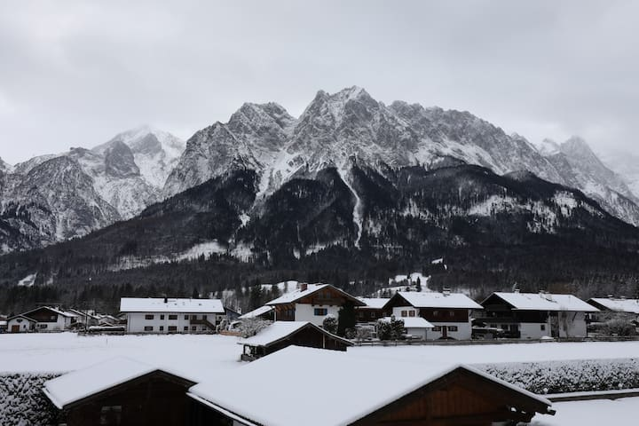 """The View Chalet""  Garmisch Resort HOME OFFICE -OK"