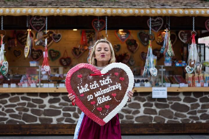 Lebkuchen hearts make for fun photos ;)