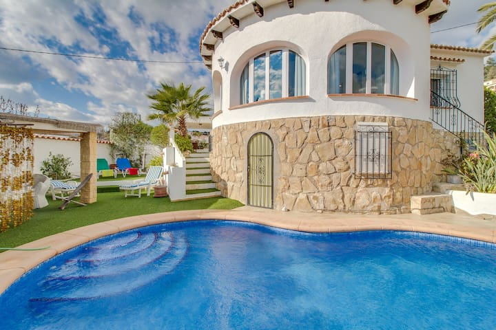 Spacious ocean-view villa w/ private swimming pool ideal for your next vacation!