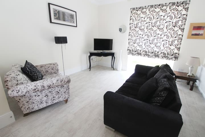 3 BED 3 BATH TOWNHOUSE IN INVERURIE - SLEEPS 6