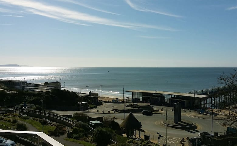 A Stunning Sea View Apartment - Bournemouth