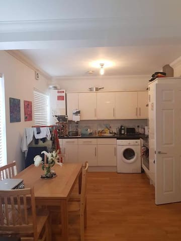 East London Room in Lovely Home, close to Canal.