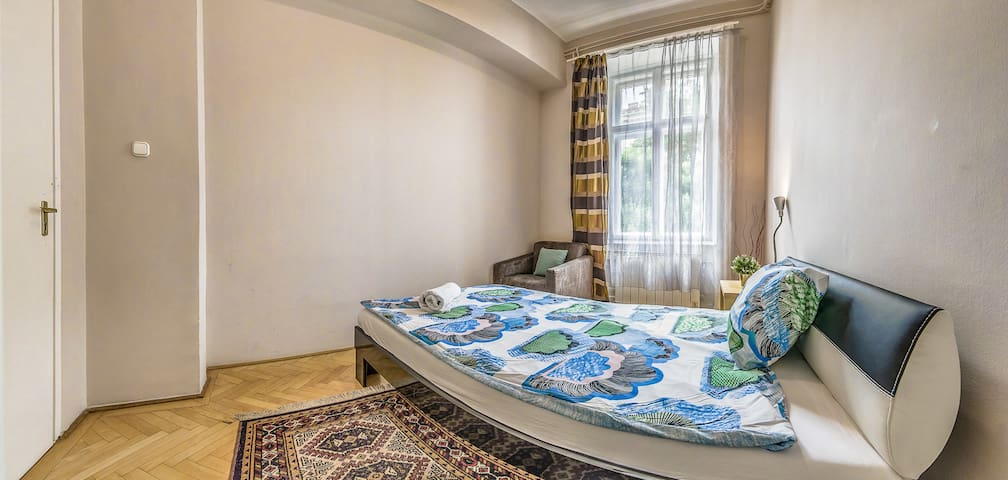 Andrássy Avenue apartment Room 4