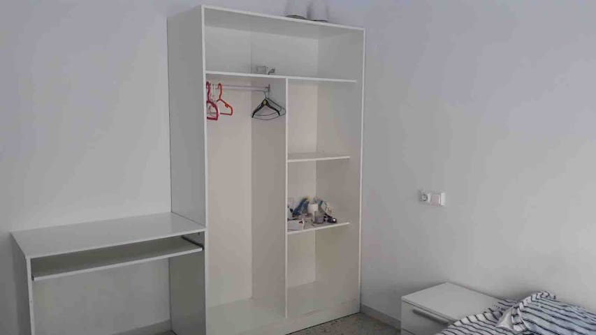 Cheap room with balcon, private external bathroom