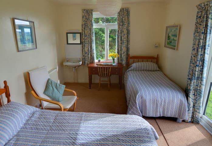 Garden bedroomm doors to garden