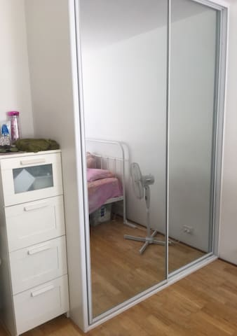 PRIVATE BEDROOM NEAR CAMPSIE STATION