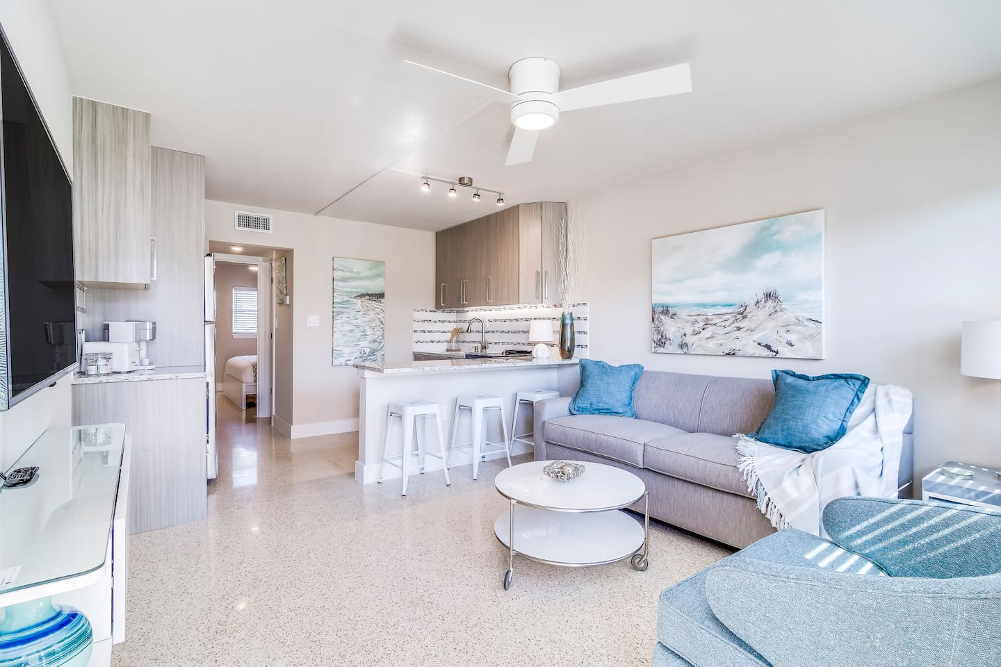 Beautiful 1 Bedroom apartment with local, original paintings