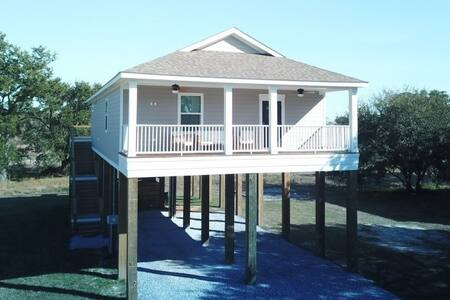 Gulf View  (New 3 Bdrm House)  walk to the Beach