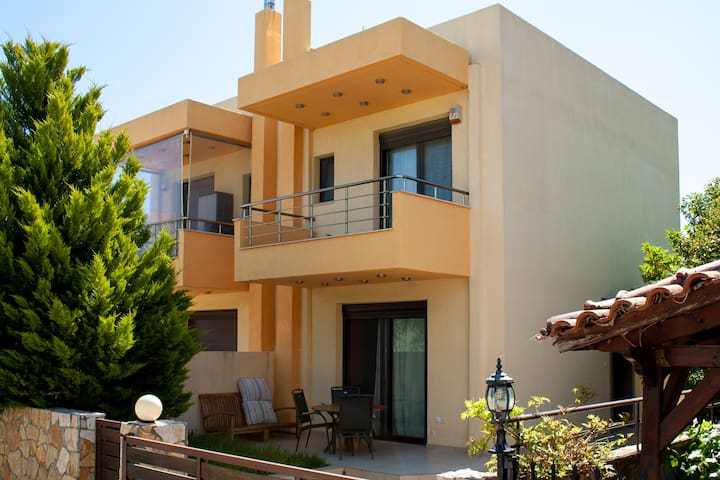 NEA MAKRI, ATHENS,MAISONETTE NEAR THE SEA. - Nea Makri - Huis