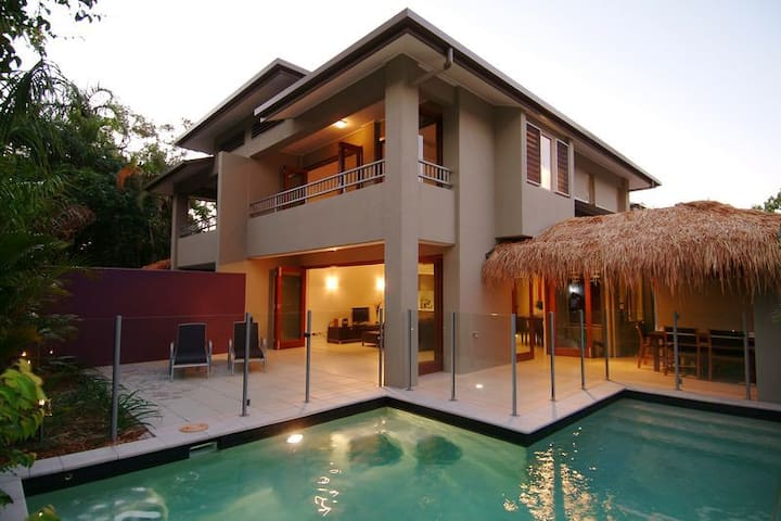 Villa 4, Watermark - 3 bedroom, private pool, wifi