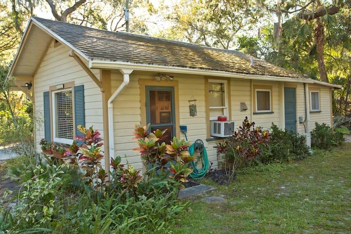 Cottage - private, fun & convenient
