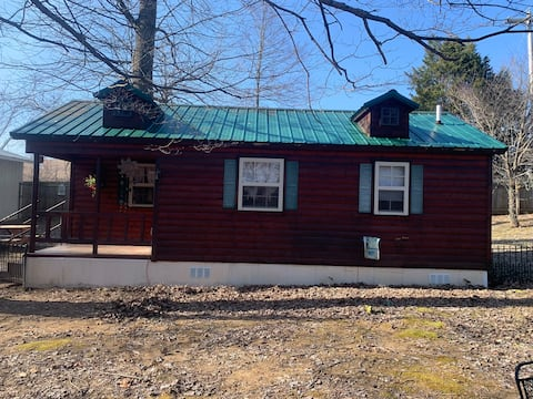 Rough River Lake Cabin close to ramp pet friendly!