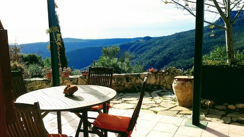 Haus in den Bergen mit spektakulärer Aussicht