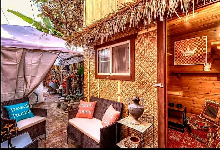 The Tiki Hut Love Shack @ Venice. 15 min 2 beach