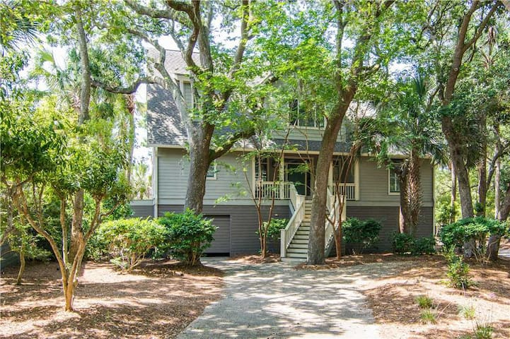 9 Silvermoss- Gorgeous Kiawah Home with Lagoon & Golf Course Views. Short Walk to Beach, Pool Access