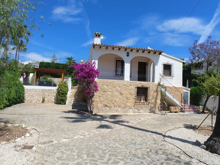 Casa Rosa - detached villa, secluded pool, air-con