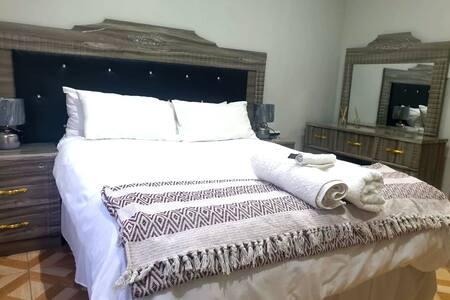 Entire Modern Luxury House!!- Middelburg