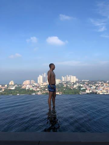 Pattaya Posh Condo 无边泳池