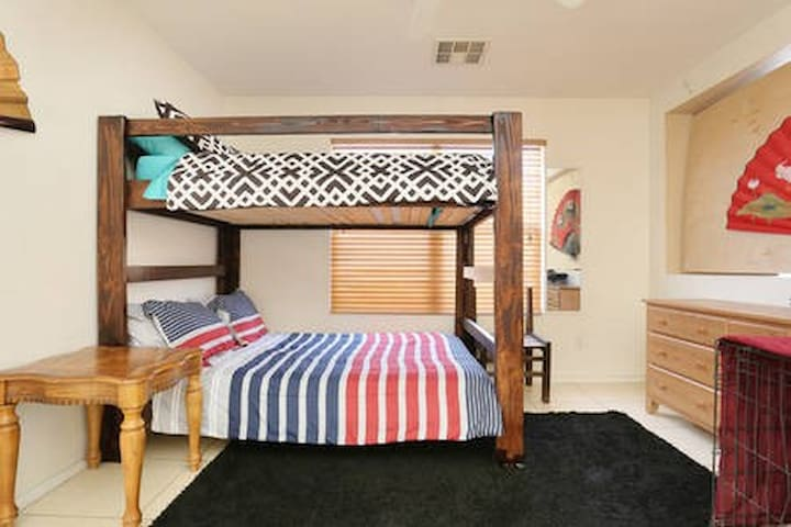 *A Bunkbed in The Kitchen. BOTTOM BUNK ONLY.