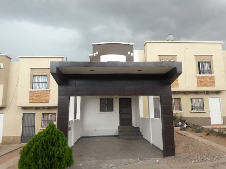 Casa completa, céntrica, cerca de Nogales Mall.