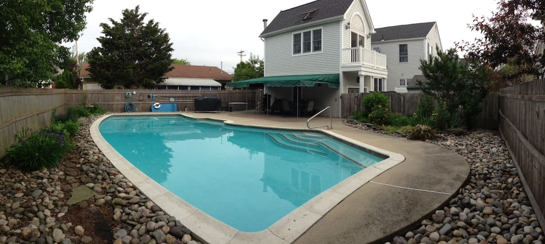 Gardens Single Family Home w/ Pool!