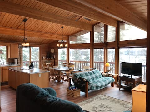 Jody's Lakehouse. 2 bdr cedar home on Wasilla Lake