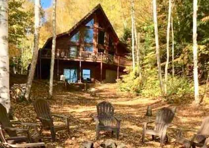 Luxury log home on AuTrain Lk! Dock & paddleboat!
