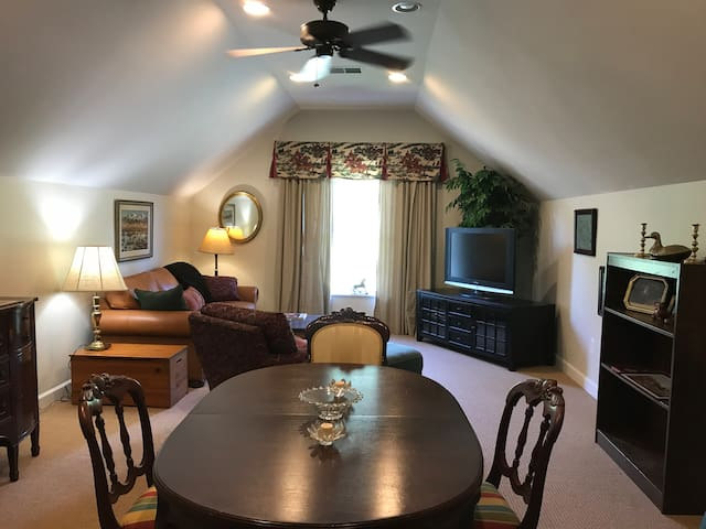 Tally Ho Suite - Romantic Getaway for Couples