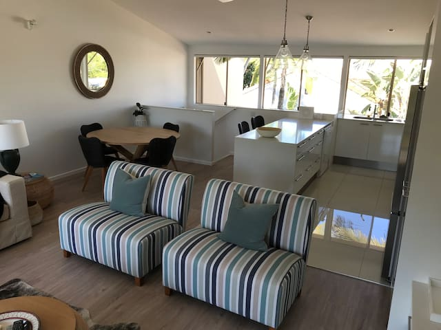 Villa Marina Waterfront Deluxe Noosa Apartment