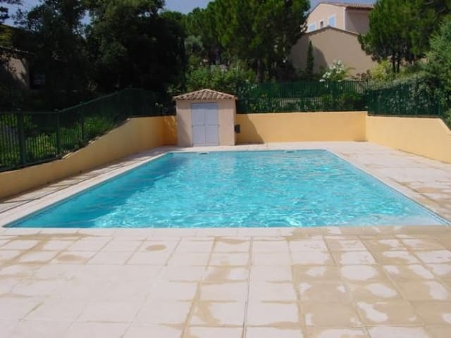B&B PRIVATE Room + Bathroom POOL near to the BEACH - Sainte-Maxime - Bed & Breakfast