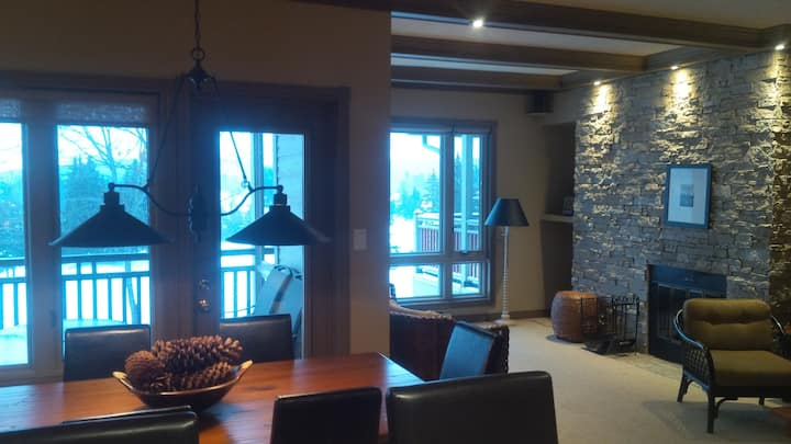 An Cozy Place to stay in the Heart of  Muskoka!