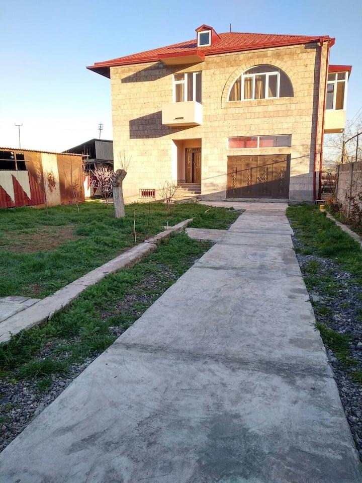 Дом на пр-те Аршакуняц