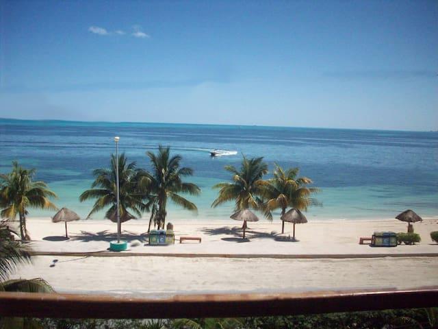 Cancún,  departamento con vista al mar Caribe